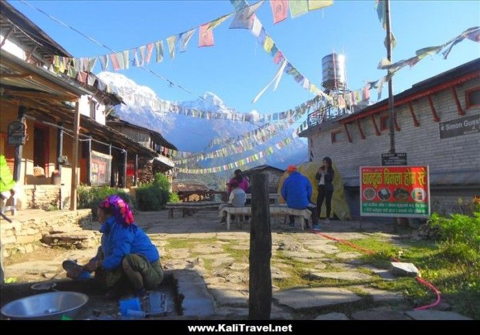 ghandruk-hill-village-nepal-poon-hill-trek