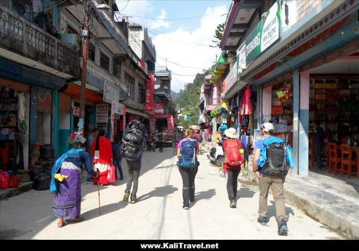 nayapul-annapurna-poon-hill-trek-nepal