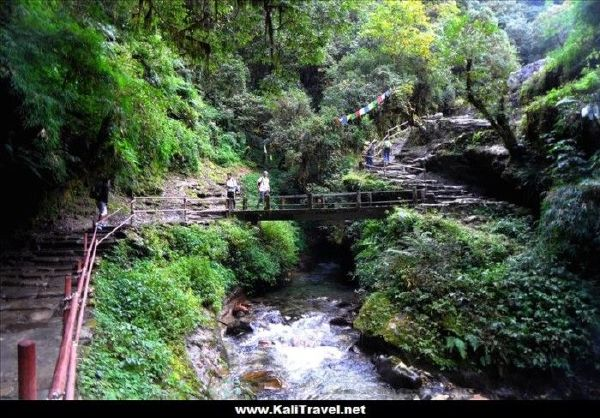 nepal-ulleri-hill-poon-hill-trek-bridge