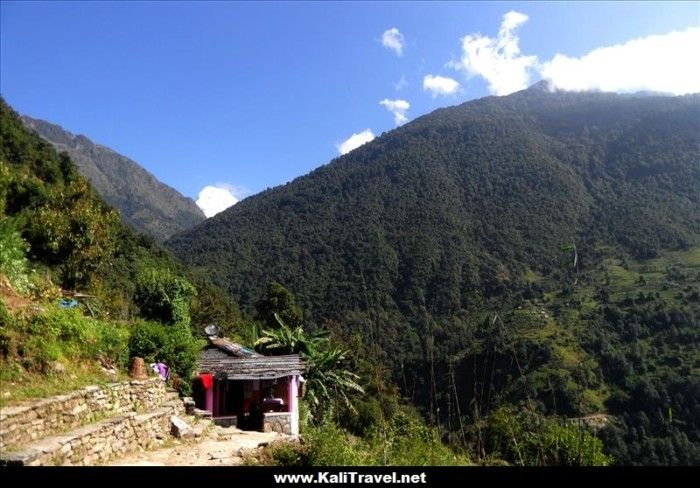 nepal-ulleri-hill-view-to-snow-capap-annapurna-south-and-fishtail-mountain-peaks
