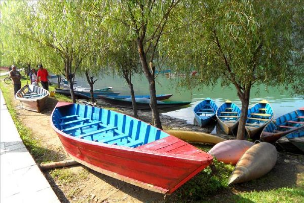 pokhara-nepal-making-dunga-boats-beside-phewa-lake