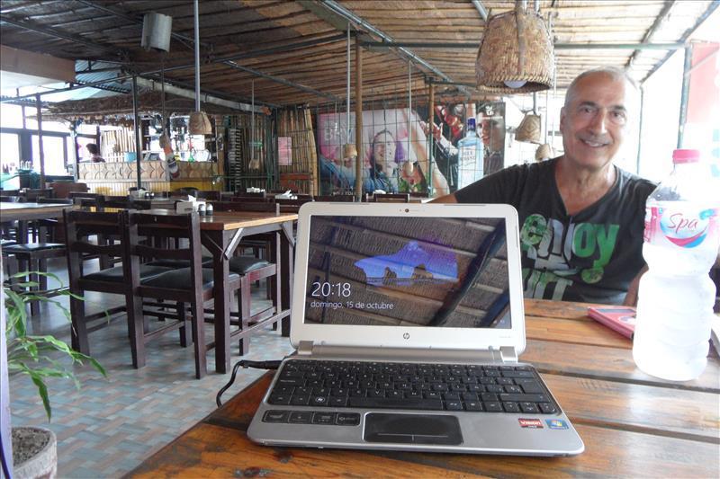pokhara-nepal-my-office-for-a-week-rainbow-restaurant