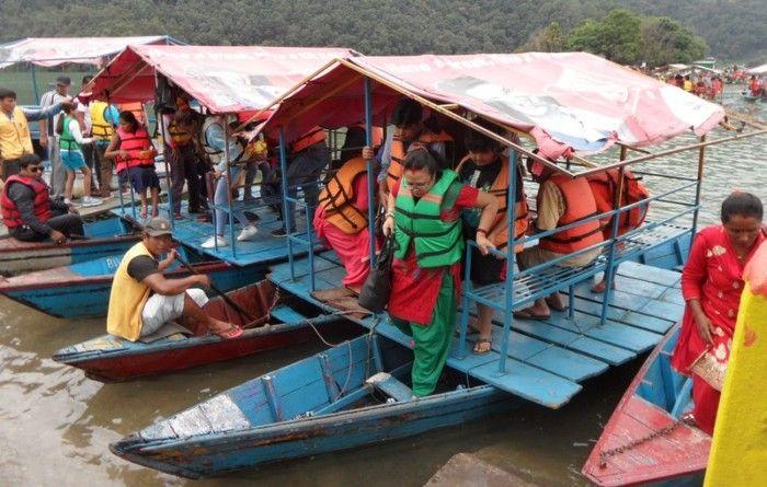pokhara-phewa-lake-trip-hindu-temple-boat-trip-nepal